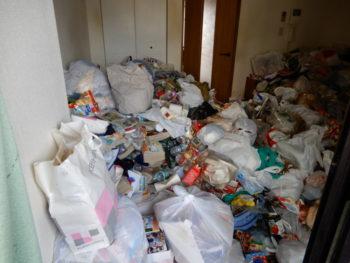 明石市でゴミ屋敷の片付けを安い方法でおこないます。